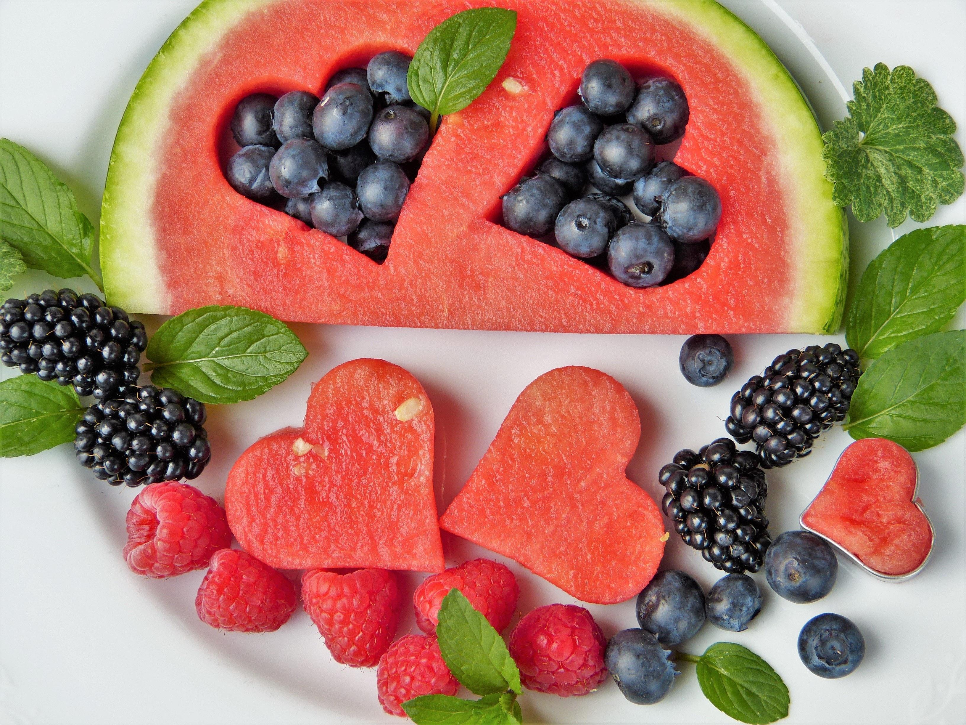 blackberries-blueberries-fresh-442408 (1)